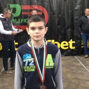 Калоян Крумов-6 б бронзов медал в ск височина от международен коледен турнир по лека атлетика-2019 г.
